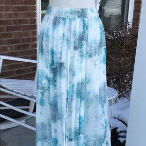 Turquoise & white pleated maxi skirt